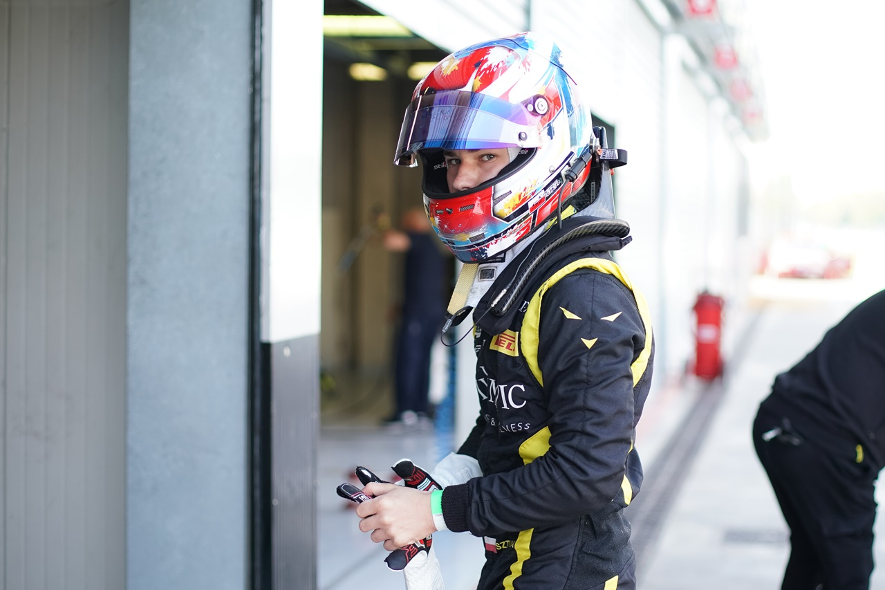 Kacper Sztuka rusza na podbój Formuły 4