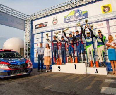podium-800×445